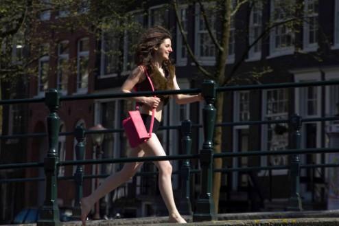 Marianne van Dijk as urban cavewoman, © Janiek van Dijk