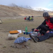 energy-borders_tajikistan_pamirs_cooking-dinner2_web
